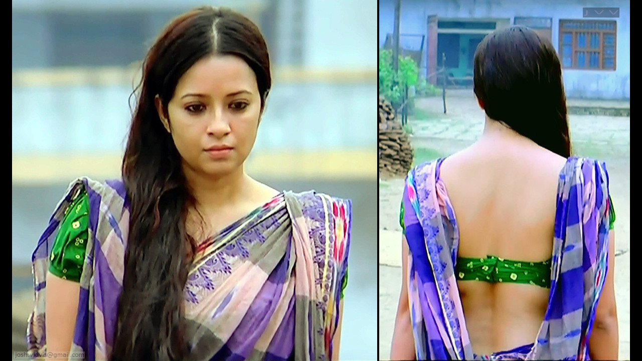 Reema Sen hot backless saree caps from Gangs of wasseypur